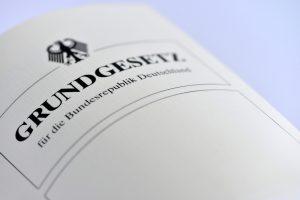 """Alman Bakan: """"Irk"""" Kelimesi Anayasa'dan Çıkarılıyor"""