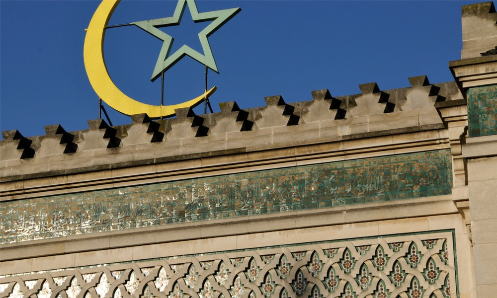 """Fransa'nın """"Ayrılıkçılık"""" Takıntısı ve İhlal Edilen Dinî Tarafsızlık"""