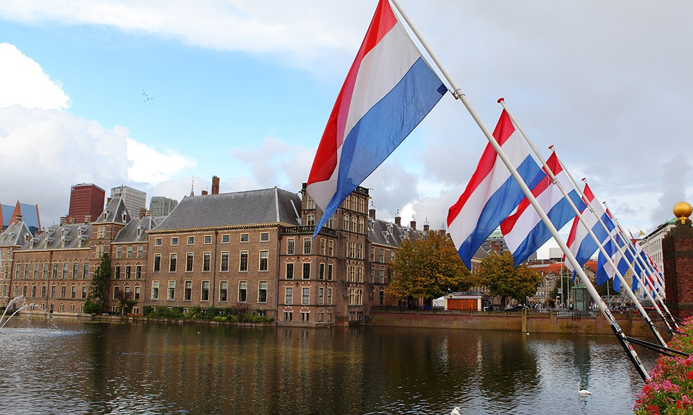 """Hollanda Siyasetine Göre """"Makbul"""" Müslümanlığın Sınırında Millî Görüş"""