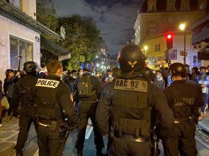 Paris'te Polis, Kamplarını Dağıttığı Sığınmacıları Kovaladı