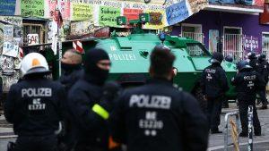 Almanya'da Aşırı Sağ Şüphesiyle Polis ve İtfaiyeye Operasyon Düzenlendi