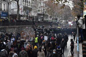 Fransa'da Güvenlik Yasa Tasarısıyla Artan İslamofobi Protesto Edildi