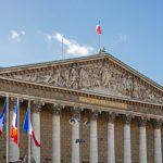 Fransa'da, Müslümanların Ötekileştirildiği Gerekçesiyle Eleştirilen Tasarı Yasalaştı