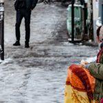 Paris'te Soğukta Kalan Göçmen ve Mülteciler Kendilerini Bir Okula Kapattı