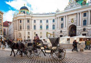 Viyana'da İlk Defa Dış Alanlarda Maske Kullanma Zorunluluğu Getirildi
