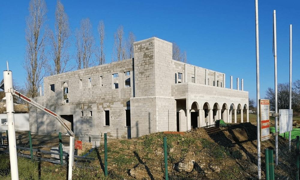 Fransa'da İnşaat Aşamasındaki Cami'nin Duvarına İslamofobik Yazı