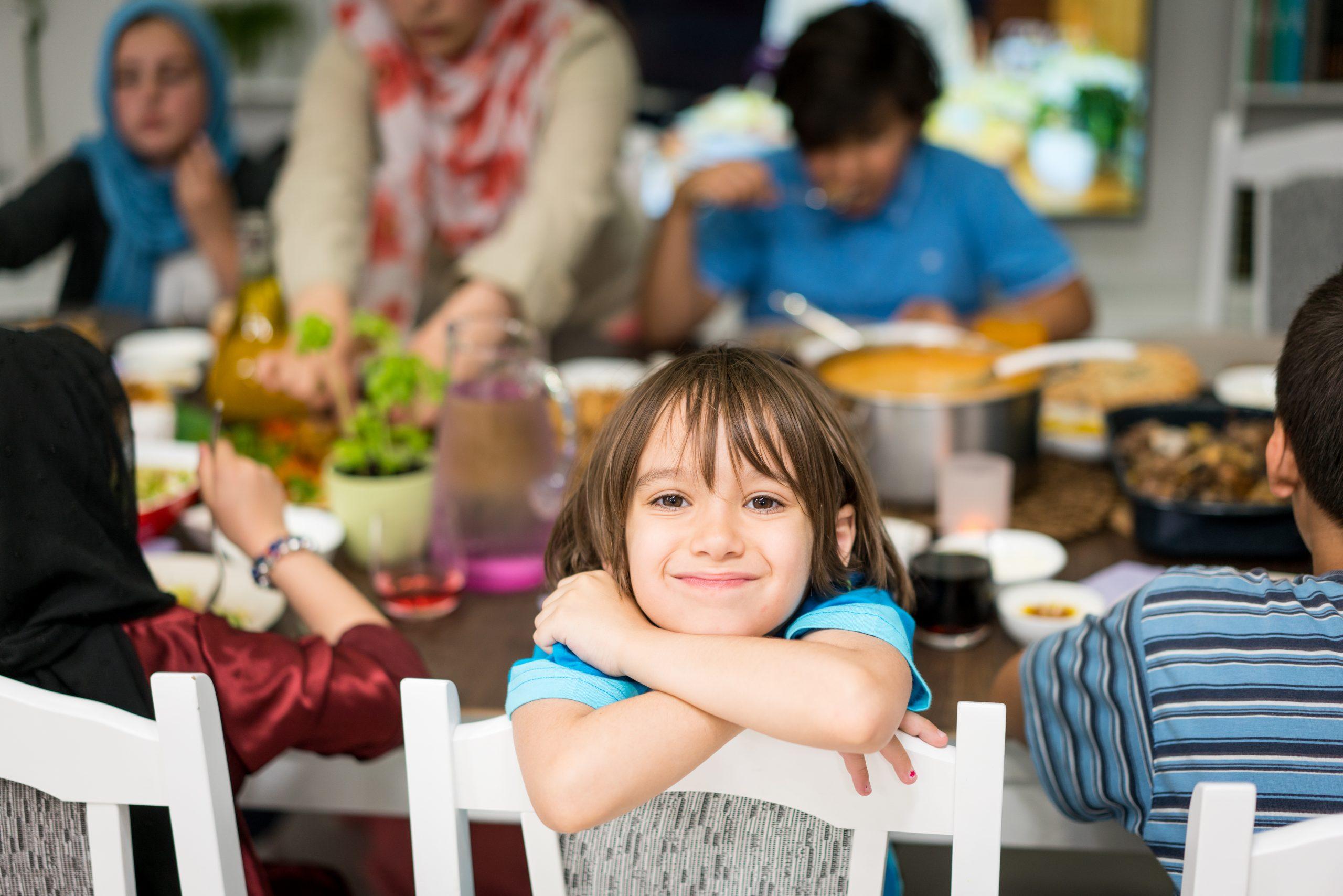 """Çocuk ve Oruç: """"Ailede Çocukla Beraber Şartlara Göre Karar Alınmalı"""""""
