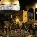 İsrail'den Mescid-i Aksa'da İbadet Eden Filistinlilere Yönelik Saldırı