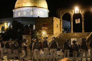 Sabah Namazında Mescid-i Aksa'ya Saldırı