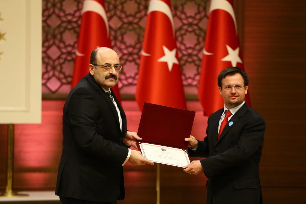 Doç. Dr. Şener Aktürk