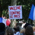 Fransa'da Zorunlu Aşı ve Sağlık Kartı Karşıtları 3 Haftadır Sokaklarda
