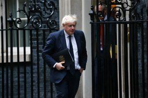 """Boris Johnson: """"Kovid-19 Risk Olmaya Devam Ediyor"""""""